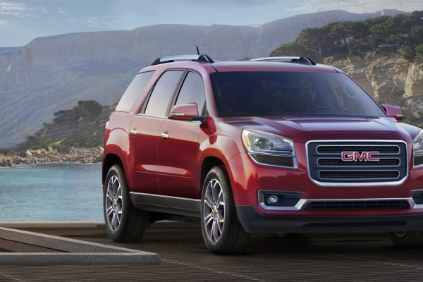 2016 GMC Acadia SLT 3/4 Front in red © General Motors