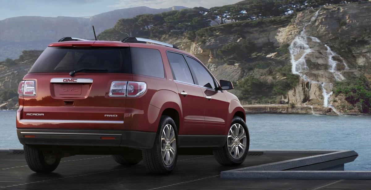 2016 GMC Acadia SLT 3/4 Rear in Red © General Motors