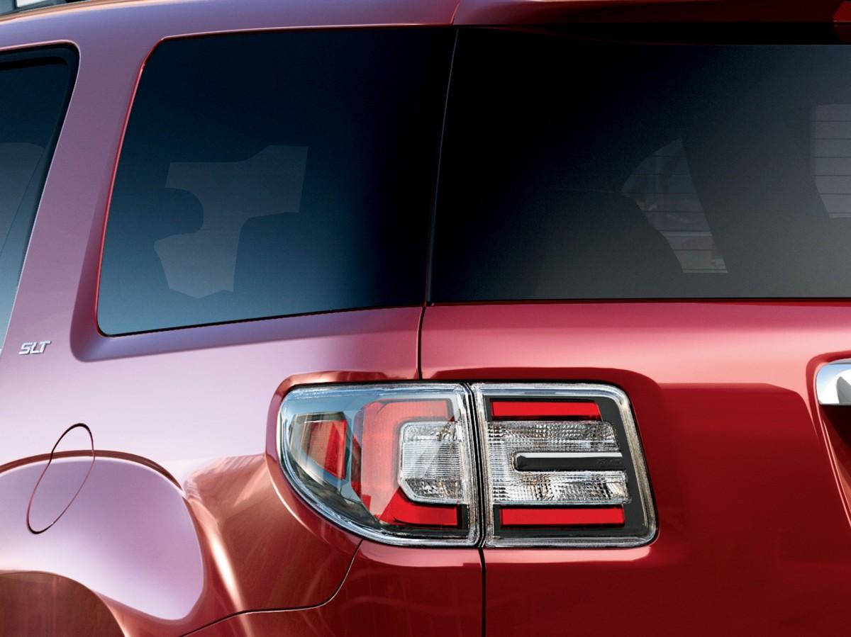 2016 GMC Acadia SLT glass to glass rear 3/4 © General Motors