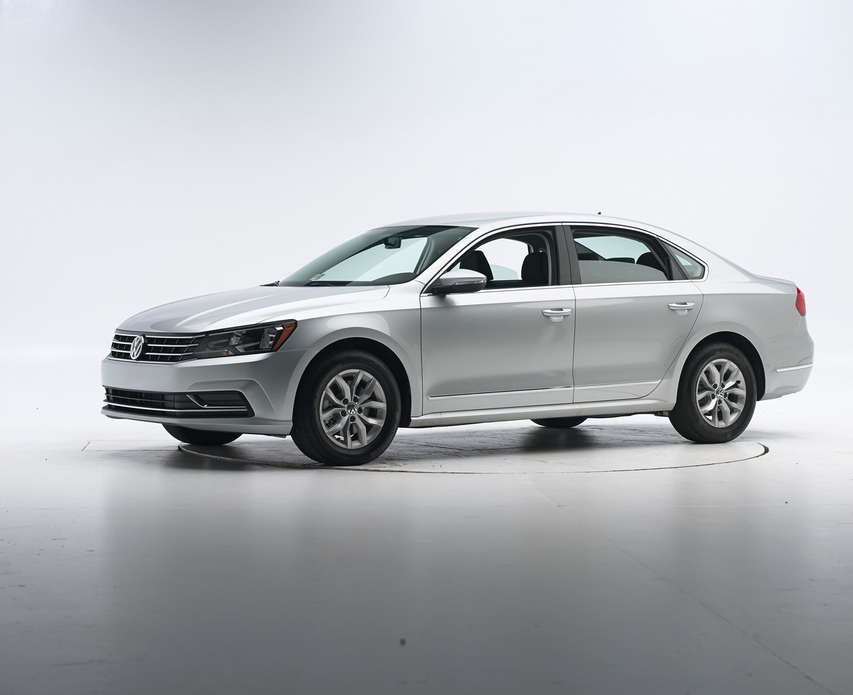 The 2016 Passat, when equipped with the optional Forward Collision Warning and Autonomous Emergency Braking (Front Assist) system, has been awarded a 2016 TOP SAFETY PICK rating by the Insurance Institute for Highway Safety (IIHS) © Volkswagen