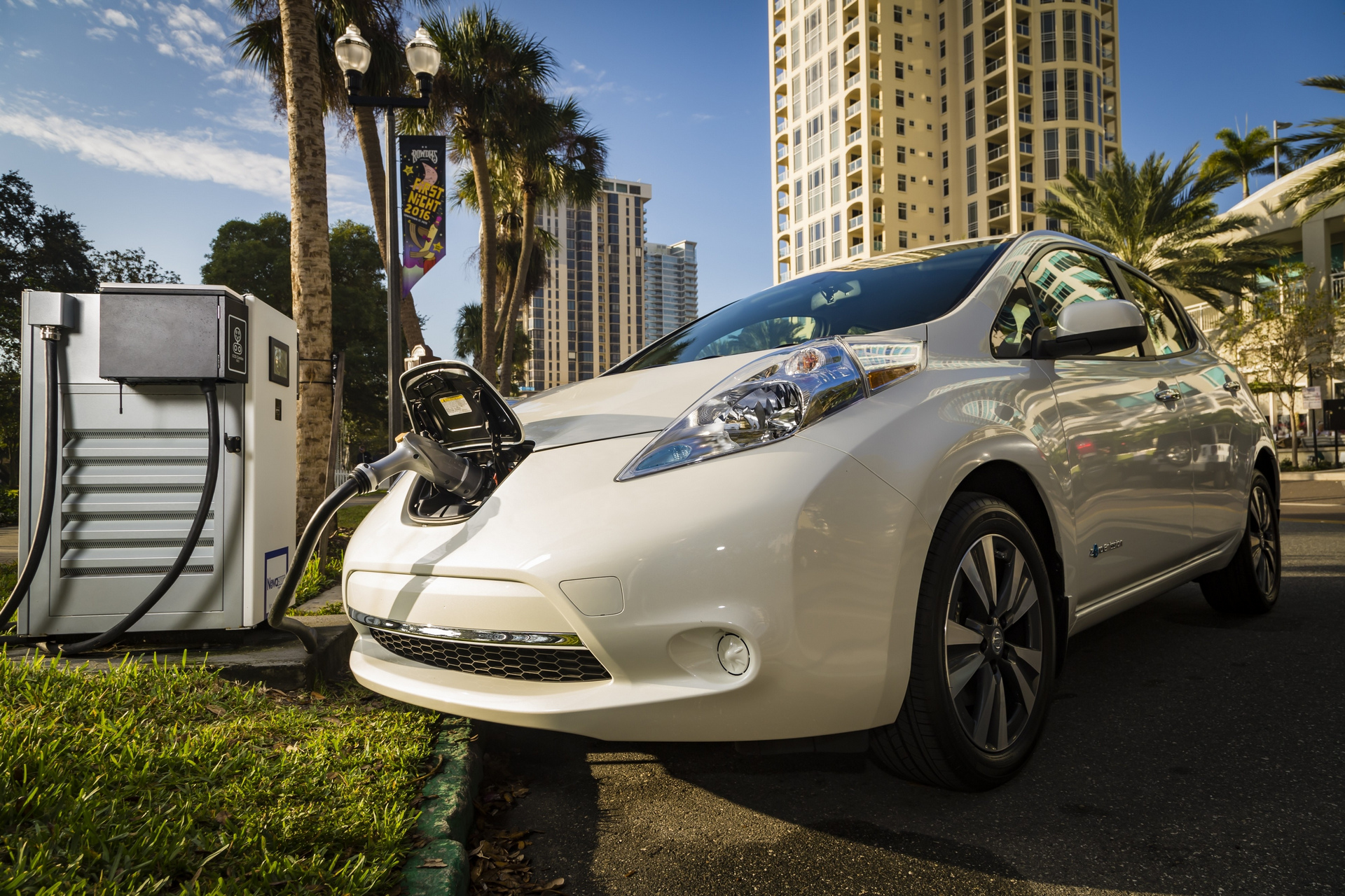 Nissan and BMW partner to deploy dual fast chargers across the U.S. to benefit electric vehicle drivers © Nissan Motor Co., Ltd.