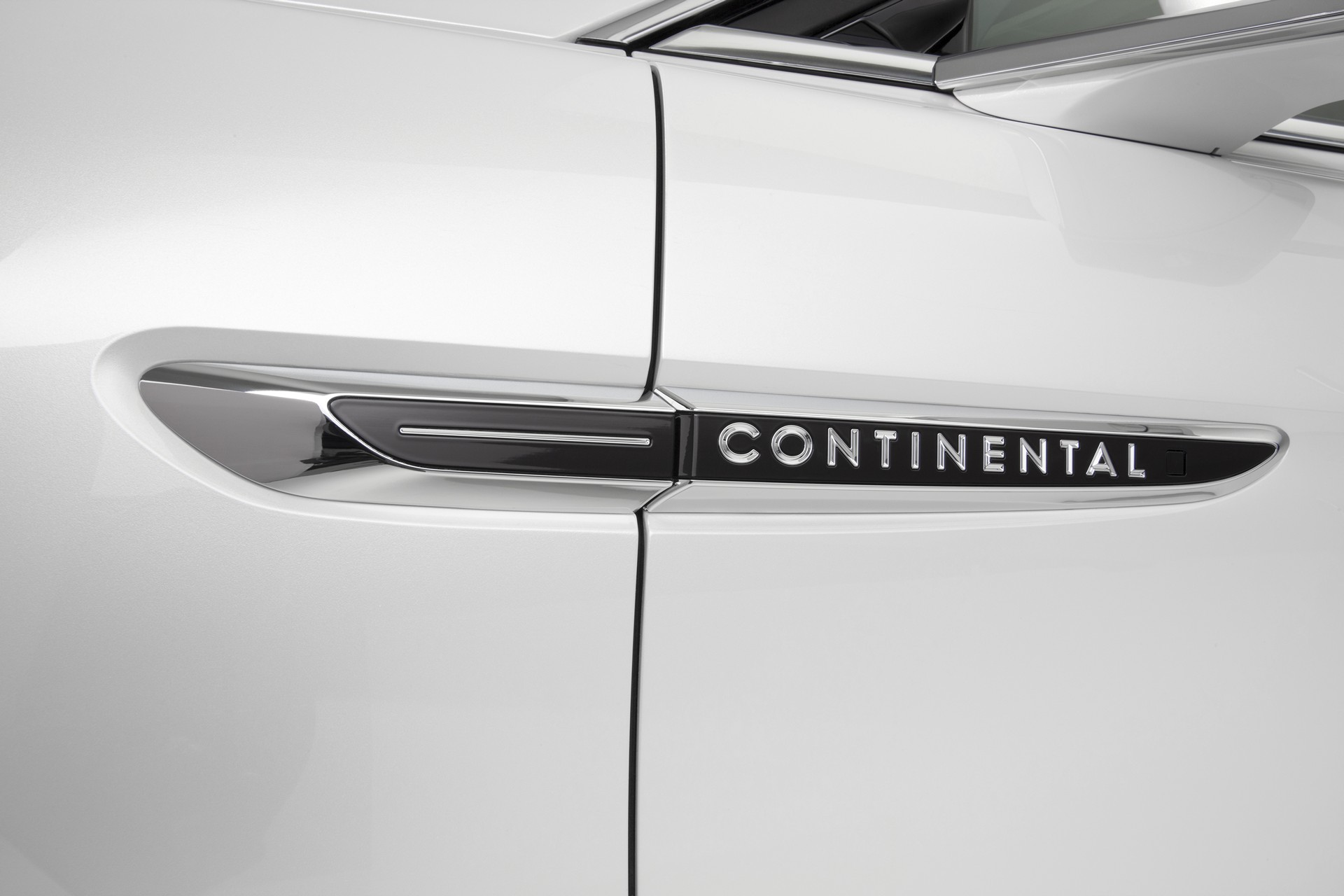 All new lincoln continental delivers quiet luxury elegant for Lincoln motor company news