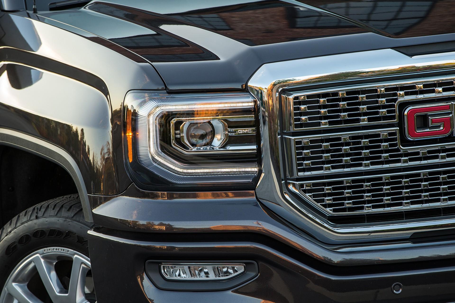 2016 GMC Sierra Denali 1500 © General Motors