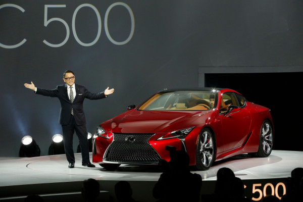 Toyota Motor Corporation President and Lexus Chief Branding Officer Akio Toyoda unveils the all-new Lexus LC 500 luxury sports car at the North American International Auto Show in Detroit © Toyota Motor Corporation