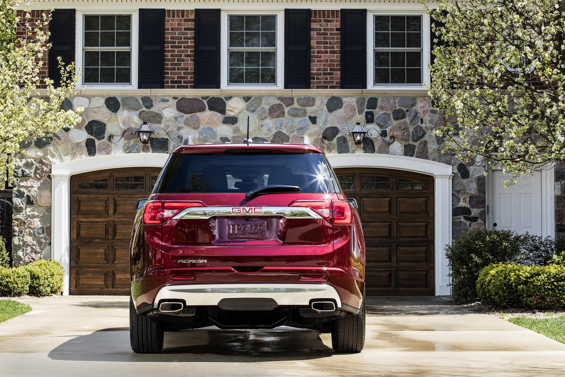 2017 GMC Acadia Denali © General Motors