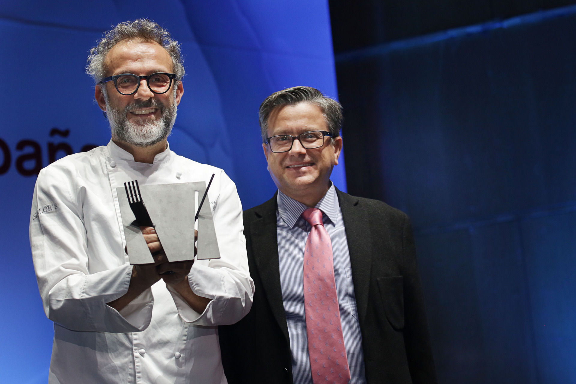 Massimo Bottura with the Best Chef award © Fiat Chrysler Automobiles N.V.