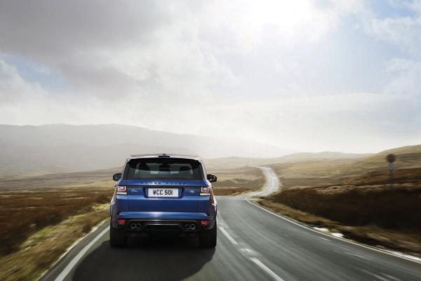 Who Makes the Range Rover Car?
