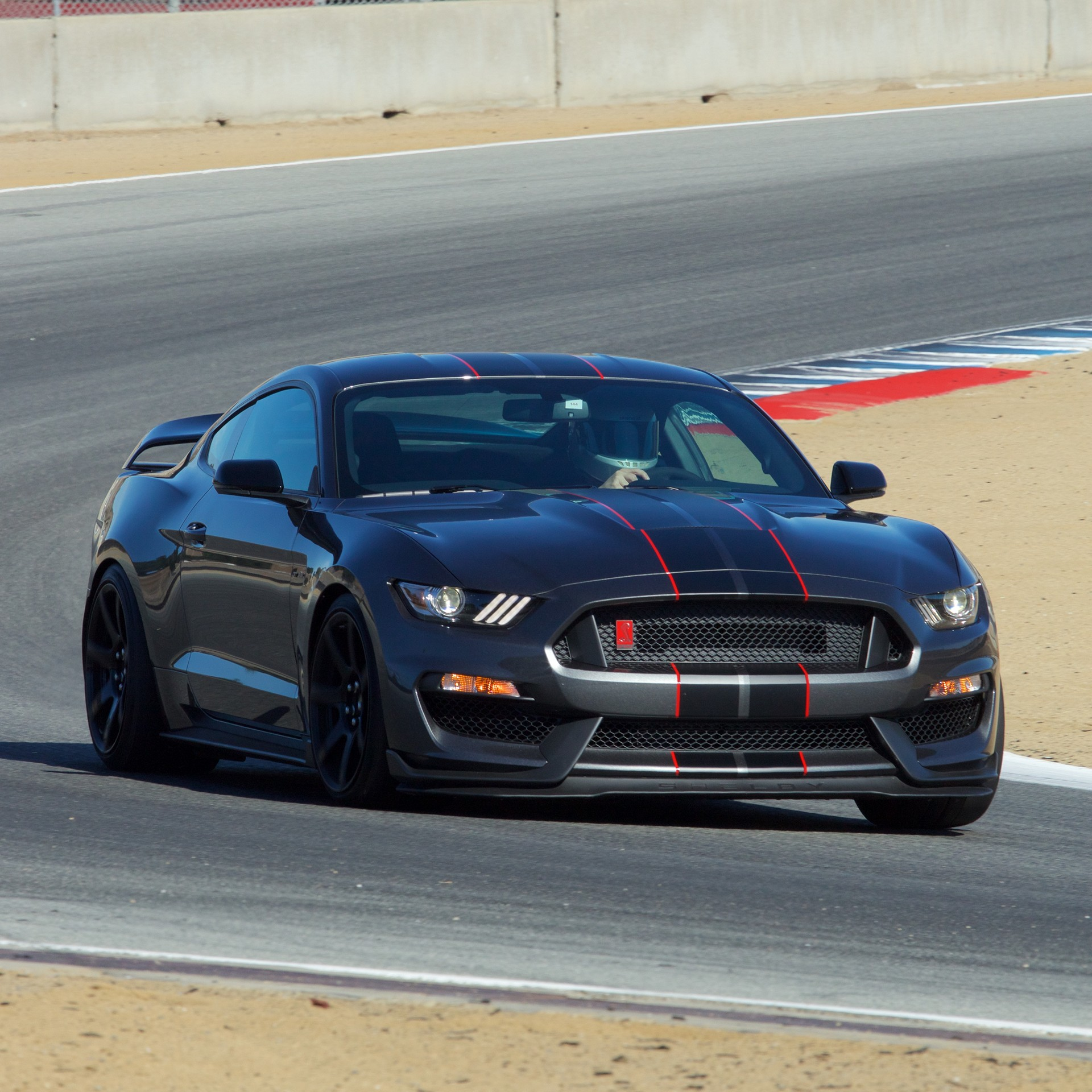 2016 Ford Shelby GT350 Mustang and 2016 Ford Shelby GT350R ...