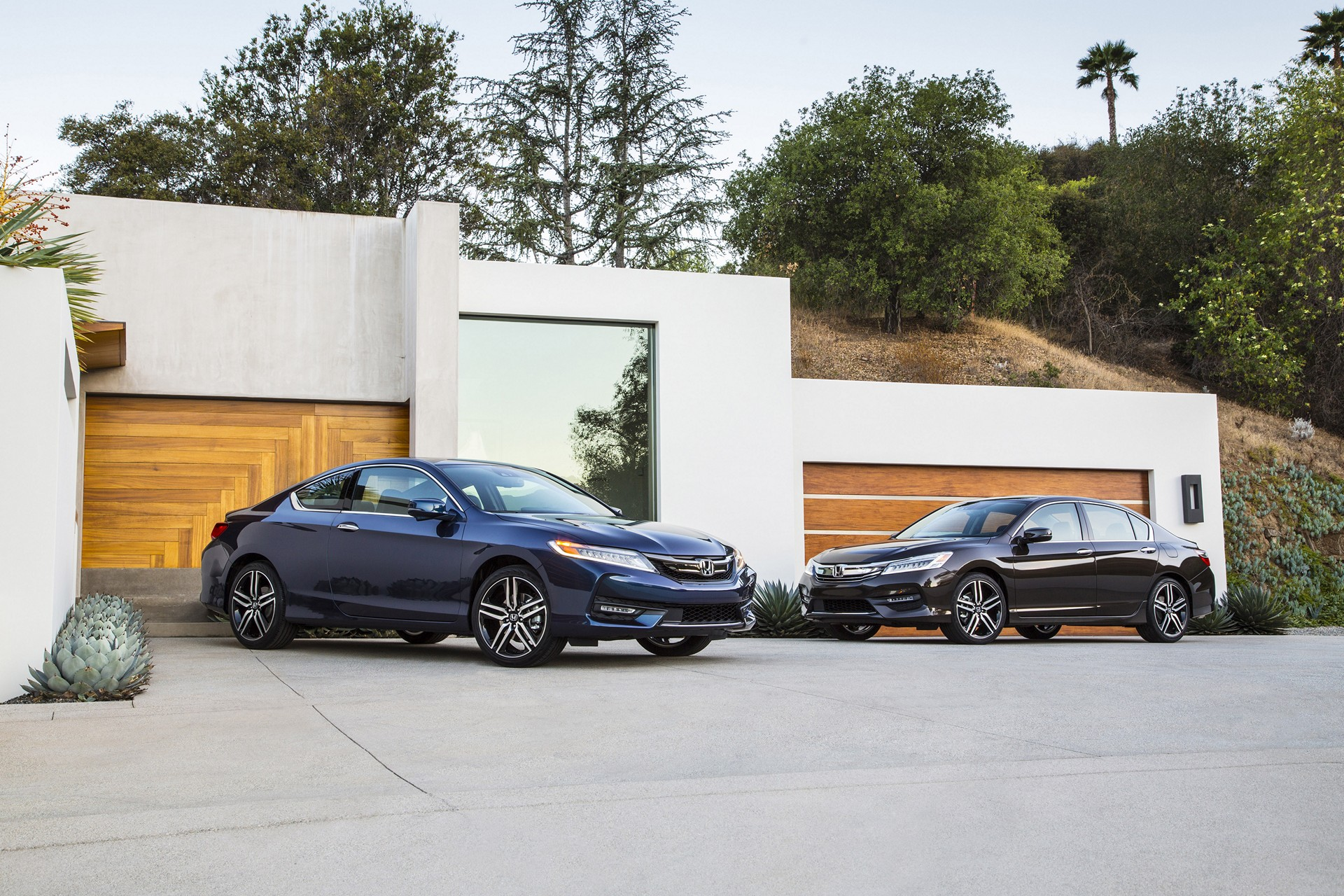 2016 Honda Accord Sedan Touring and Accord Coupe Touring © Honda Motor Co., Ltd.