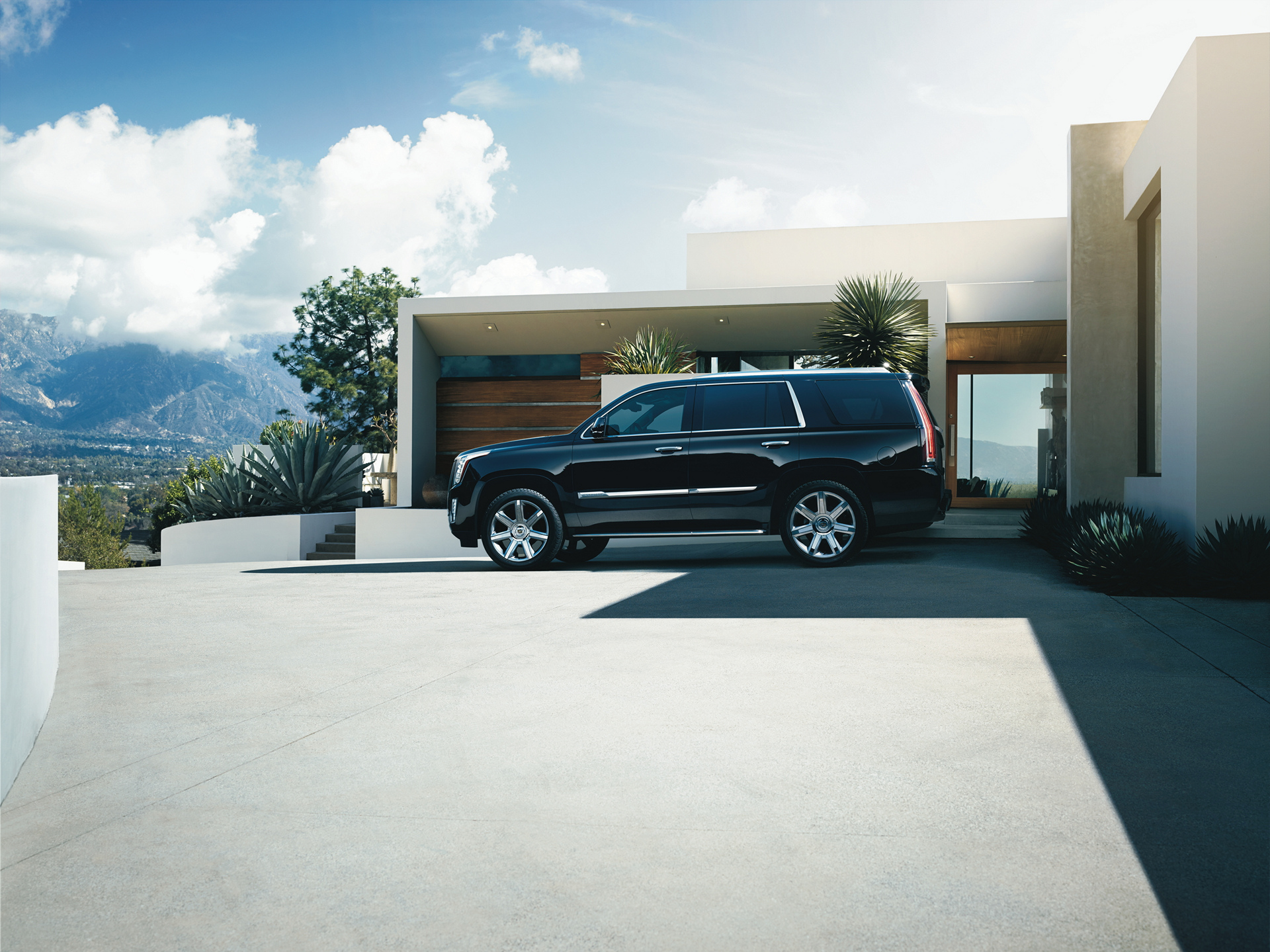 2016 Cadillac Escalade © General Motors