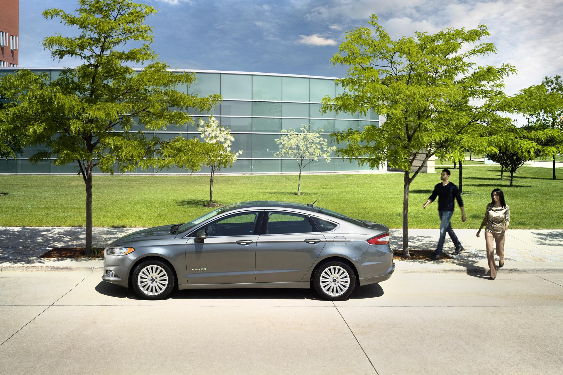 2016 ford fusion hybrid ford motor company carrrs auto portal. Black Bedroom Furniture Sets. Home Design Ideas