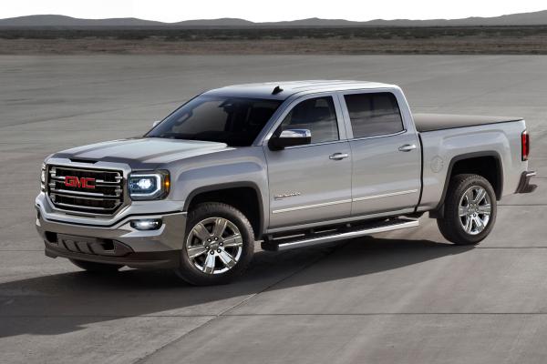 2016 GMC Sierra with eAssist © General Motors