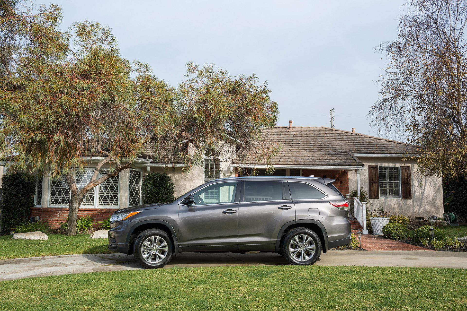 Carrrs Auto Portal Trend Rating The Most Affordable Suvs With 3rd Row Seating 2016 Toyota Highlander Motor Corporation
