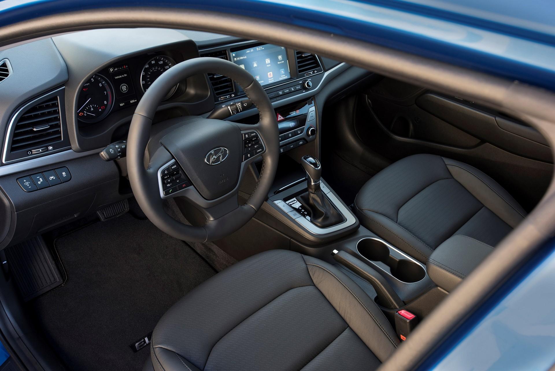 2017 hyundai elantra review carrrs auto portal. Black Bedroom Furniture Sets. Home Design Ideas