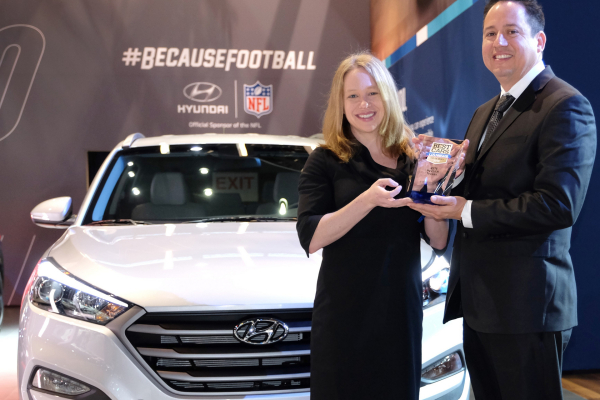 Jamie Page Deaton, managing editor of the U.S. News Best Car rankings, presents Brandon Ramirez, senior group manager, product planning, Hyundai Motor America, the trophy for the 2016 Hyundai Tucson as the Best Compact SUV for the Money by U.S. News & World Report at the 2016 Chicago Auto Show © Hyundai Motor Company