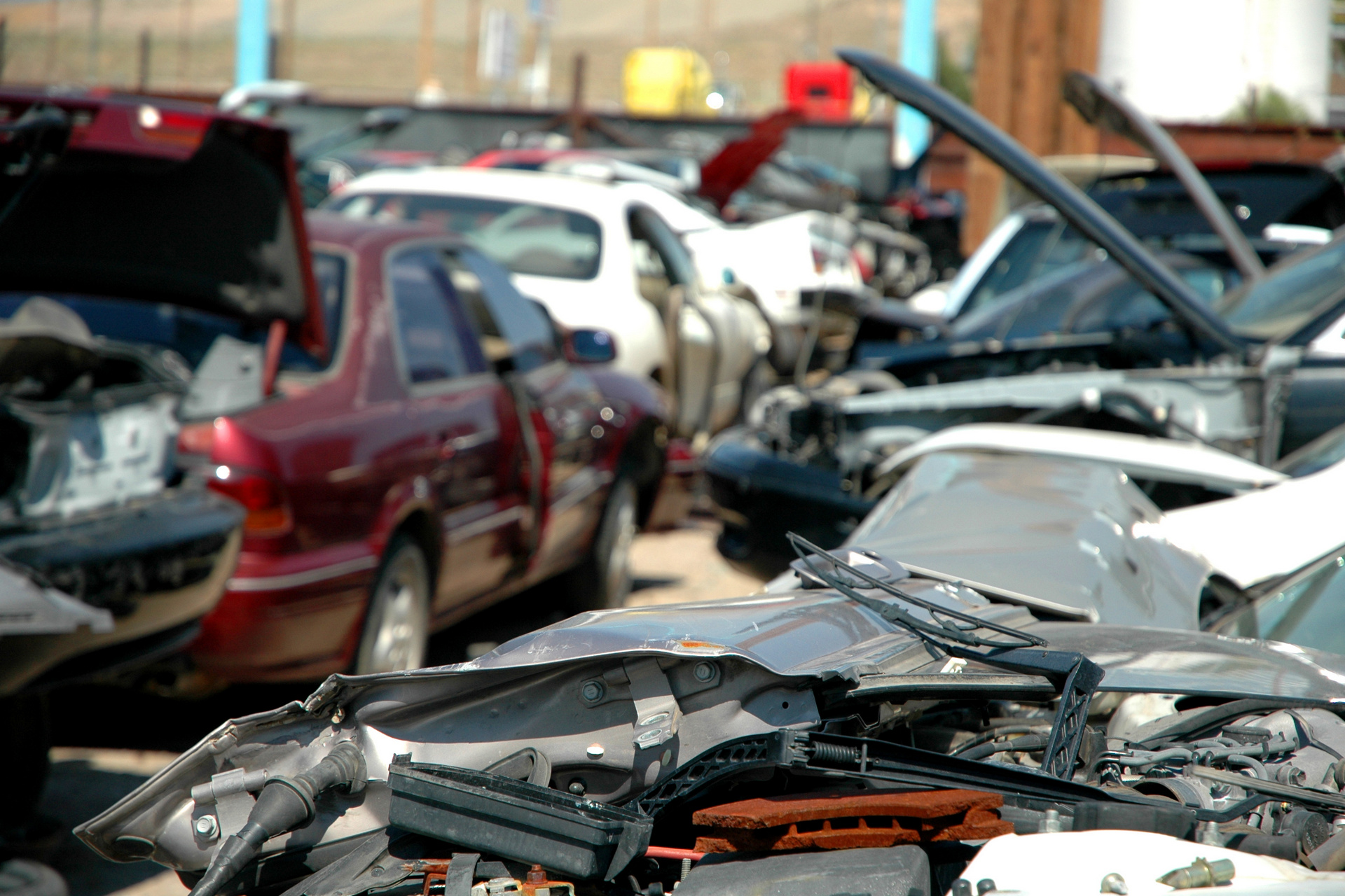 Salvage yard in Albuquerque, New Mexico © Clinton Steeds/CC BY 2.0 ...