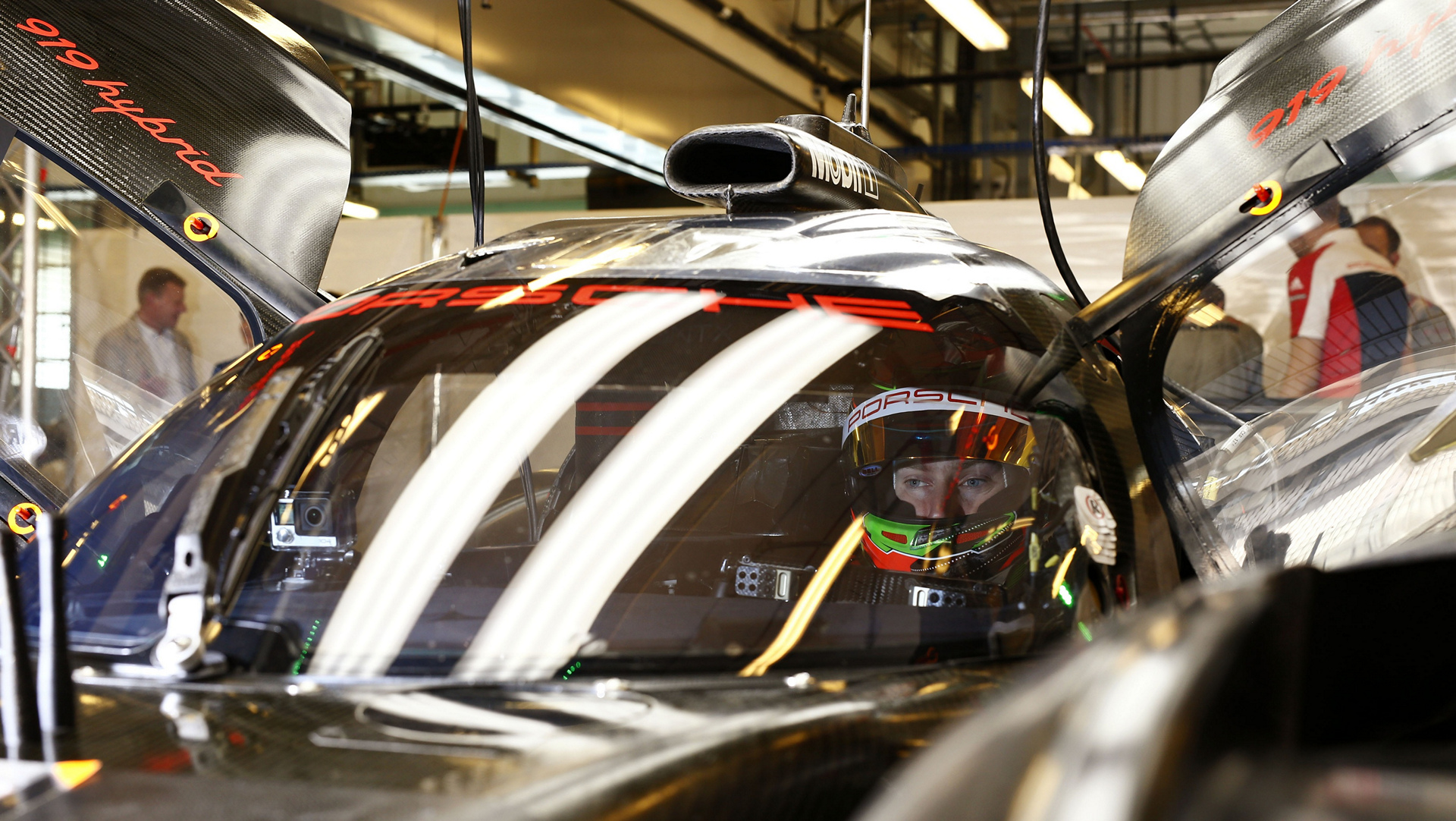 Porsche 919 Hybrid, Brendon Hartley, Test Abu Dhabi © Dr. Ing. h.c. F. Porsche AG