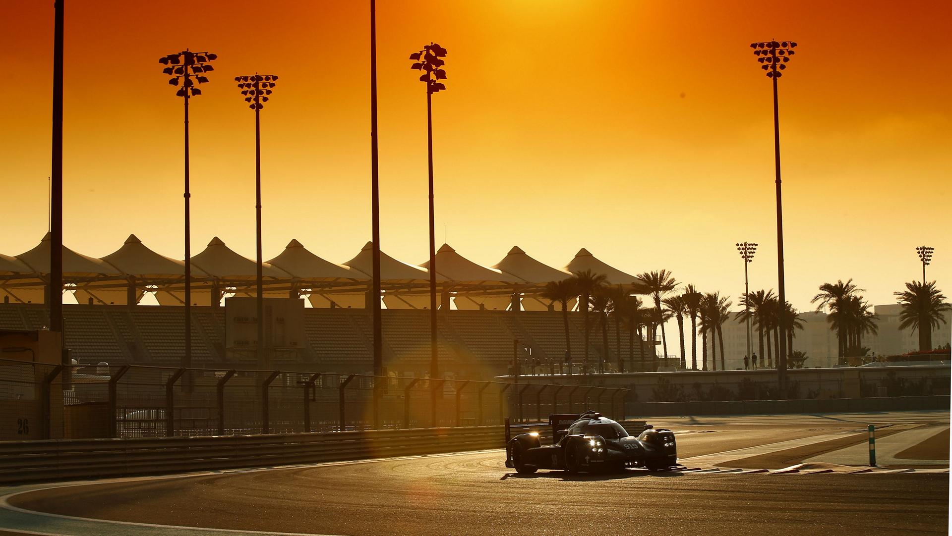 Porsche 919 Hybrid, Porsche Team: Timo Bernhard, Brendon Hartley, Mark Webber, Test Abu Dhabi © Dr. Ing. h.c. F. Porsche AG