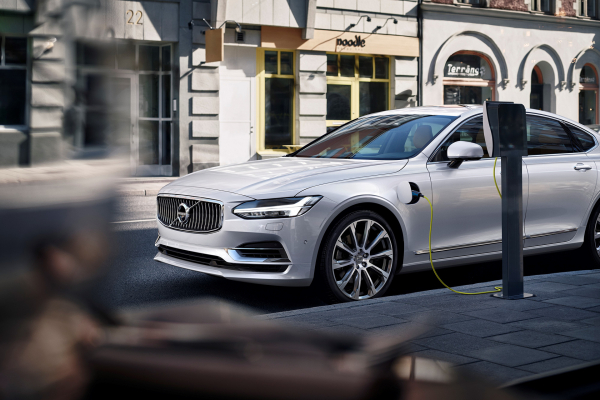 Twin Engine T8 Volvo S90 Inscription White © Zhejiang Geely Holding Group Co., Ltd