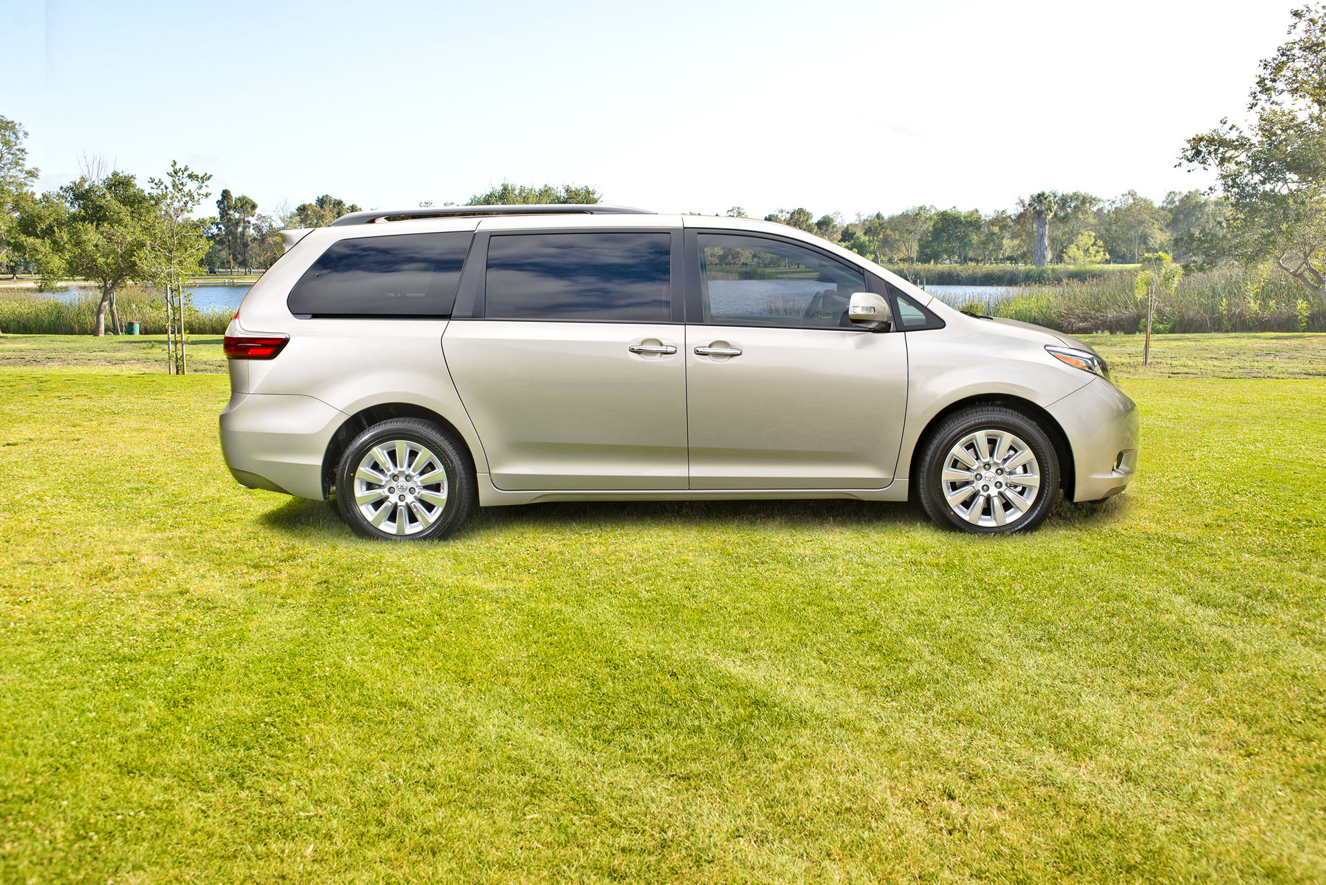 2016 toyota sienna review carrrs auto portal. Black Bedroom Furniture Sets. Home Design Ideas