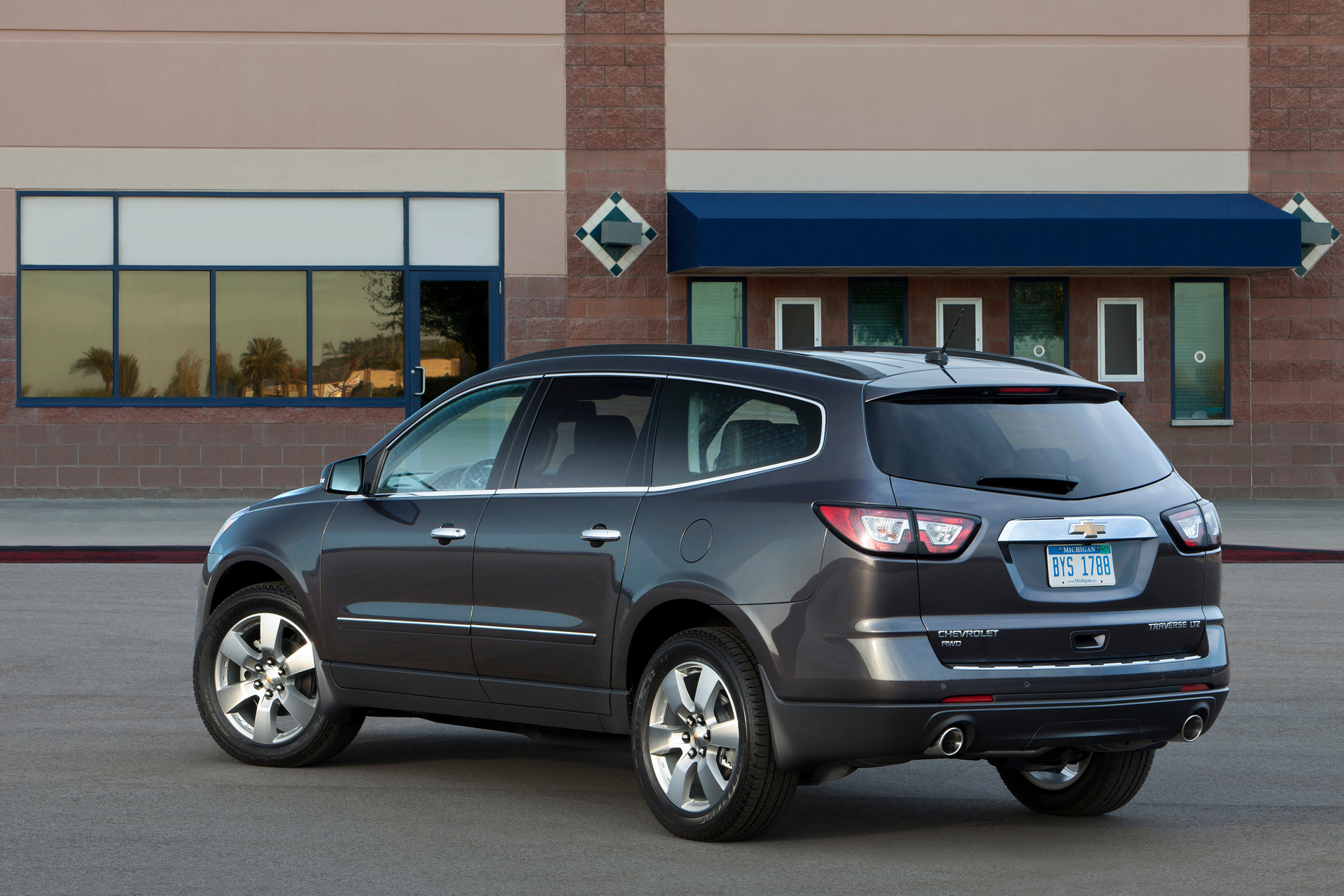 does the chevy equinox have a 3rd row carrrs auto portal. Black Bedroom Furniture Sets. Home Design Ideas