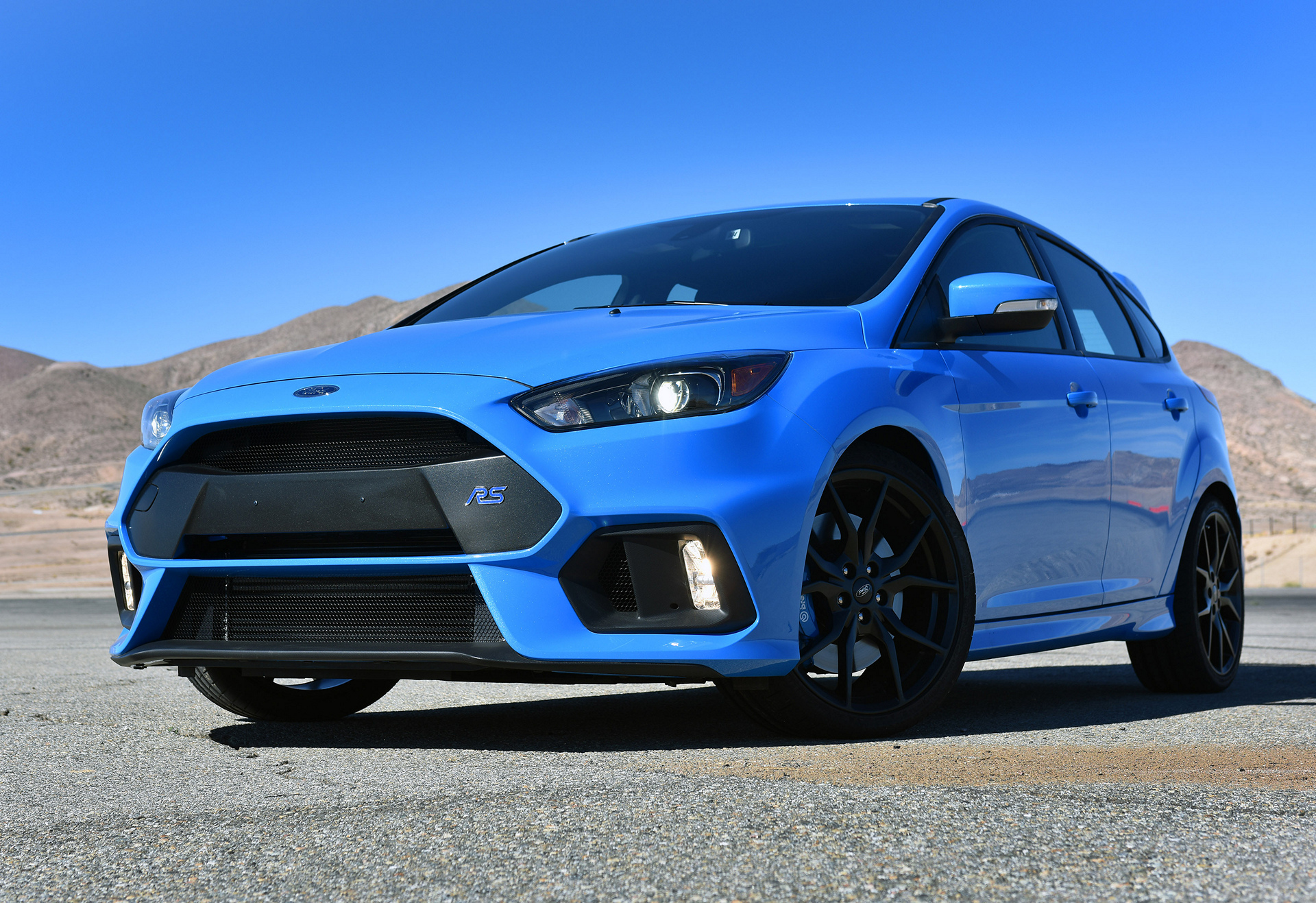 синий автомобиль ford focus rs  № 215601 загрузить