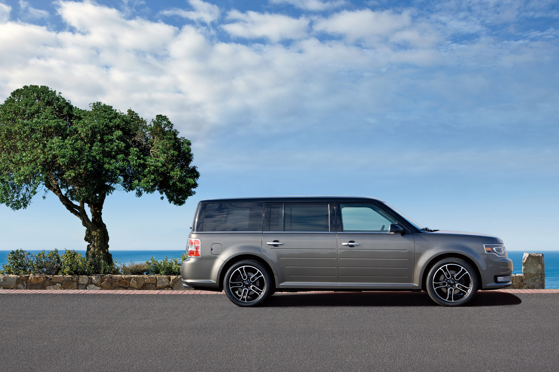 Best SUVs with 6-Cylinder Engine and 3rd-Row Seating ...