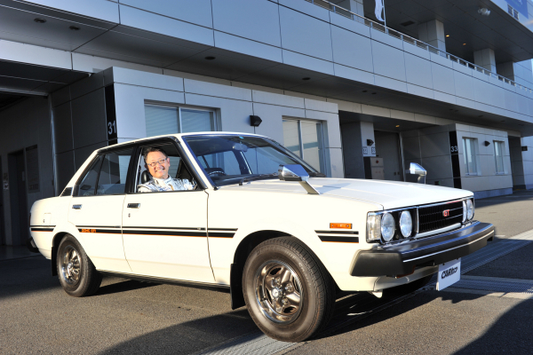 Toyota Motor Corporation President Akio Toyoda rolls out in a 4-door Corolla GT like the one that captured his heart in the 1980s © Toyota Motor Corporation