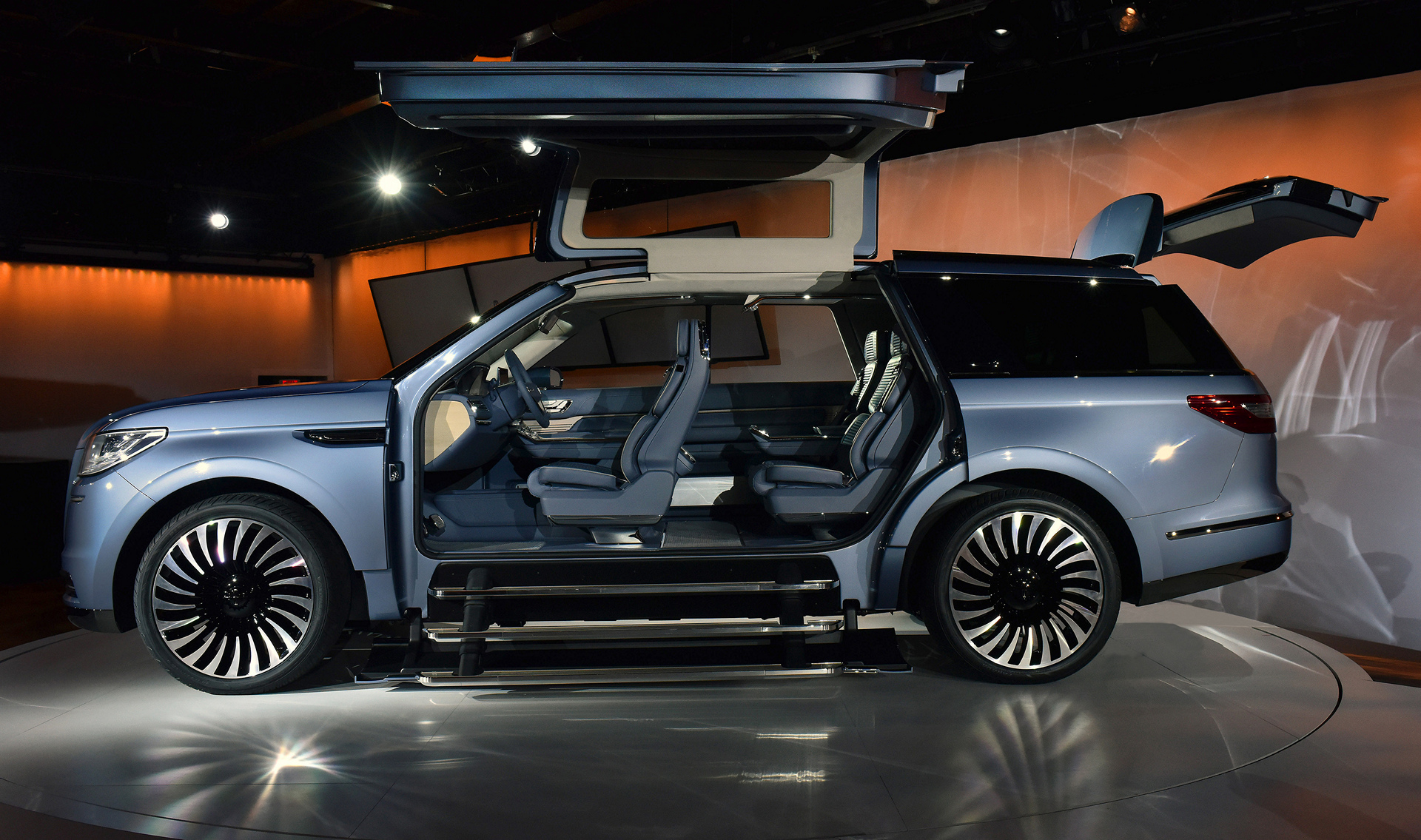 Lincoln Motor Company >> Lincoln Navigator Concept C Ford Motor Company Carrrs Auto