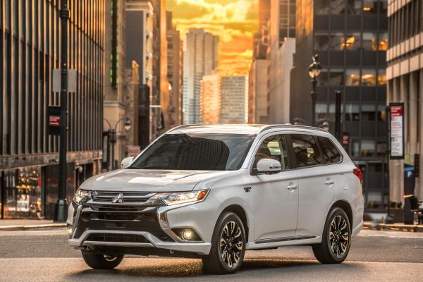 2017 Mitsubishi Outlander PHEV © Mitsubishi Group