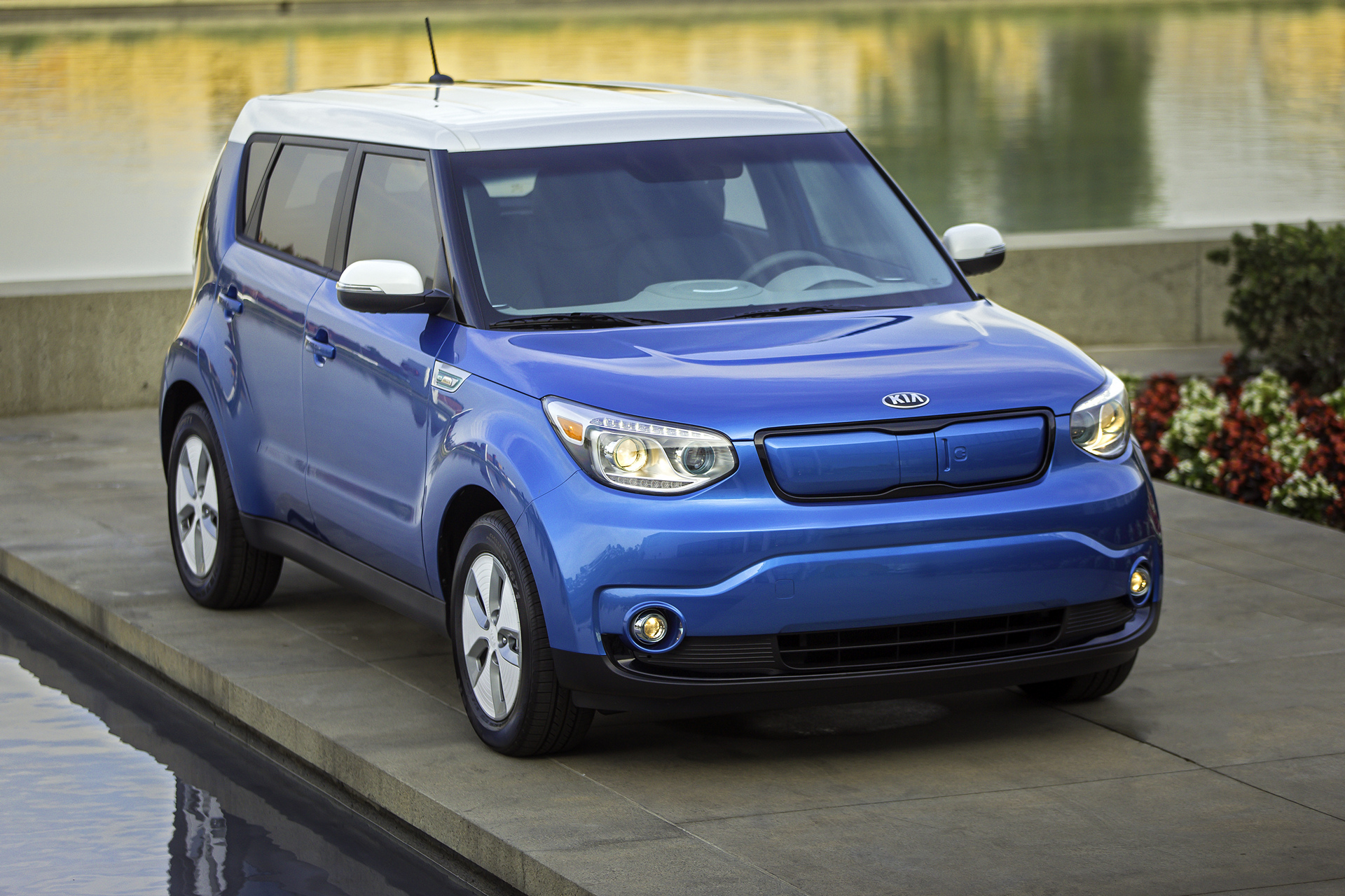 2016 kia soul soul ev review carrrs auto portal. Black Bedroom Furniture Sets. Home Design Ideas