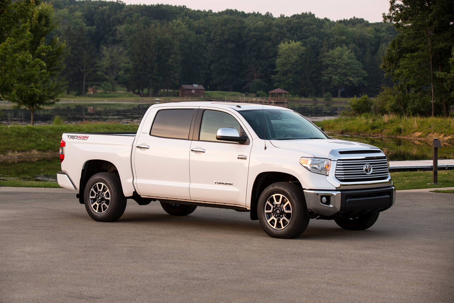 2016 toyota tundra review carrrs auto portal. Black Bedroom Furniture Sets. Home Design Ideas