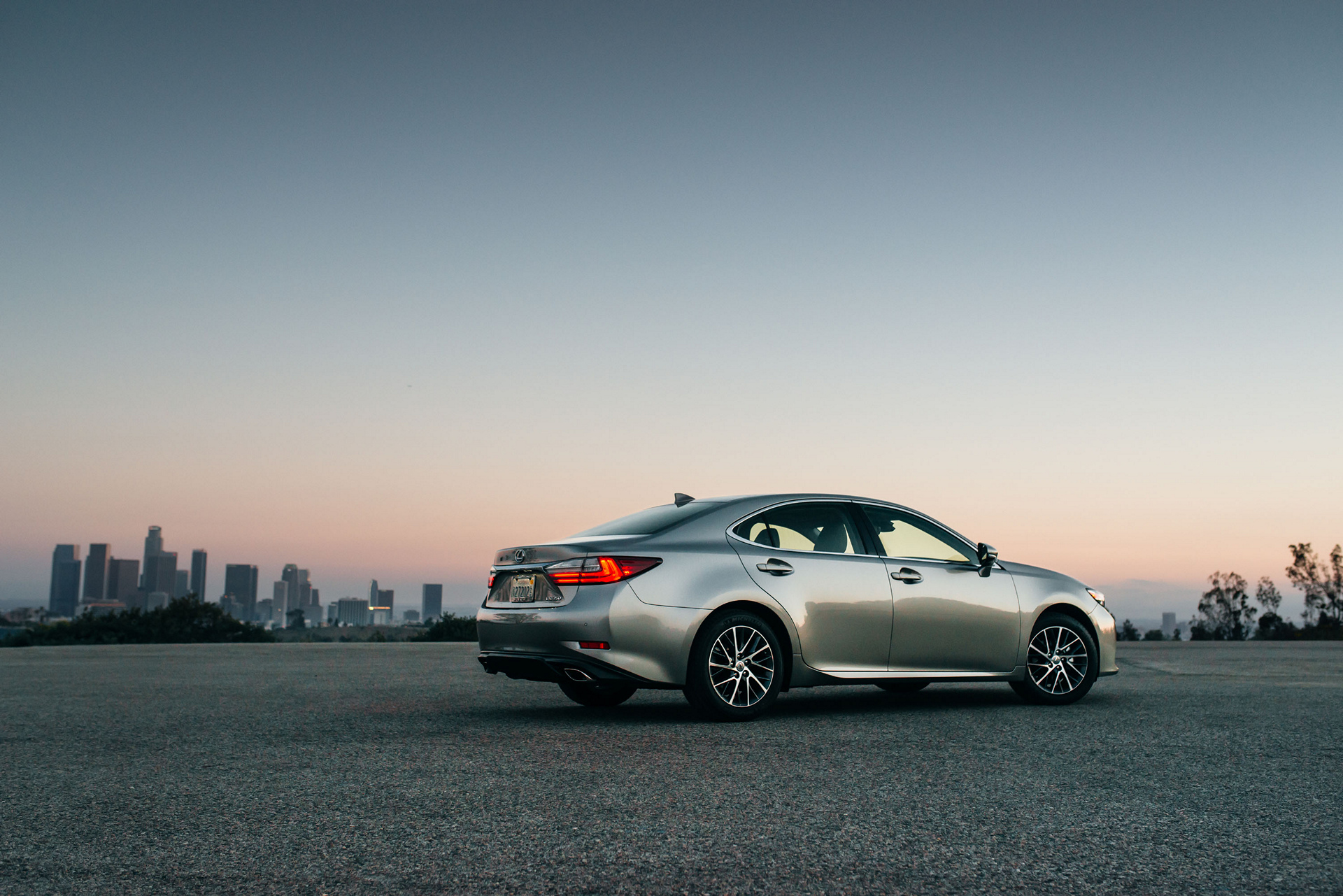 2016 Lexus ES 350 © Toyota Motor Corporation