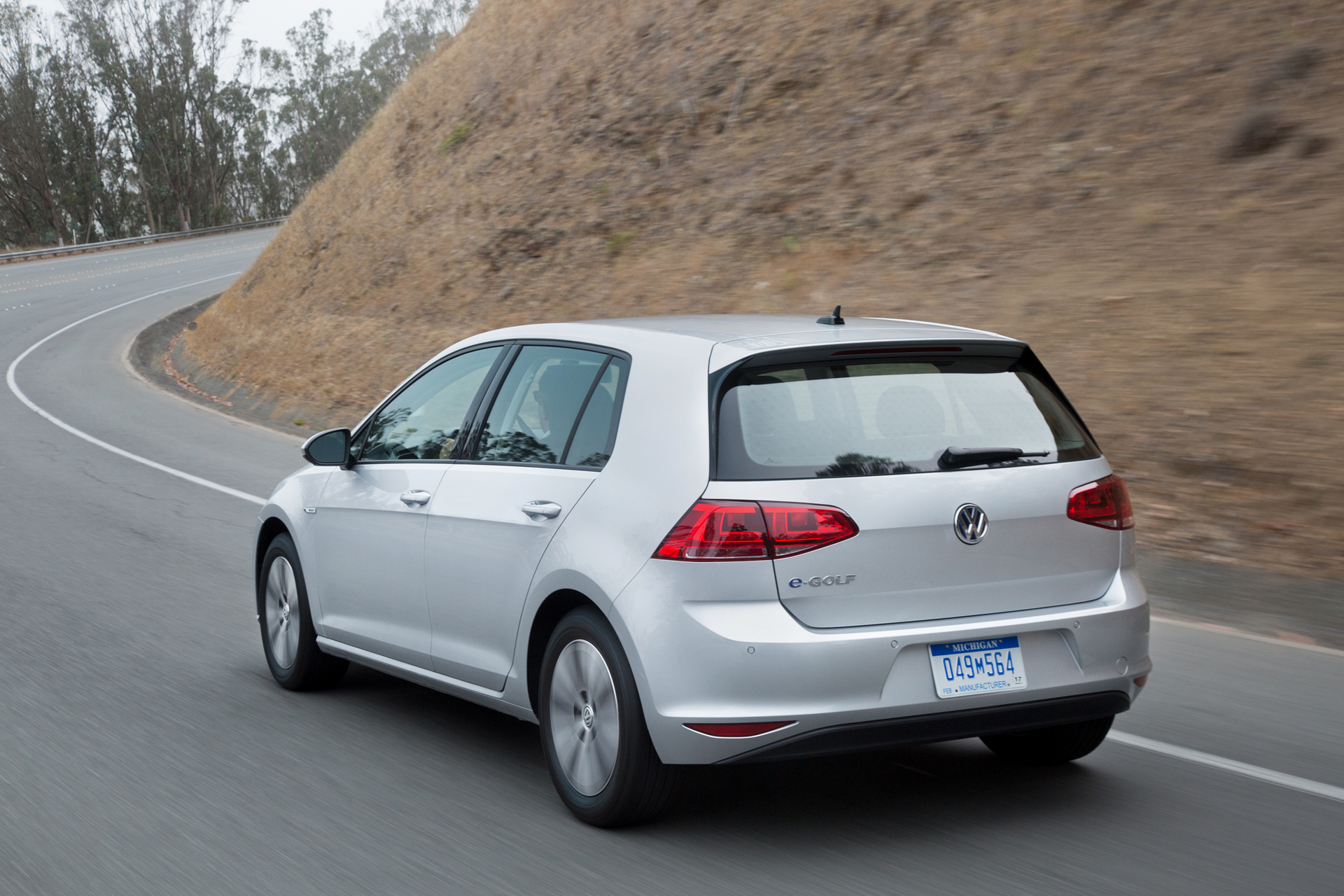 golf named  compact   aaa green car guide carrrs auto portal