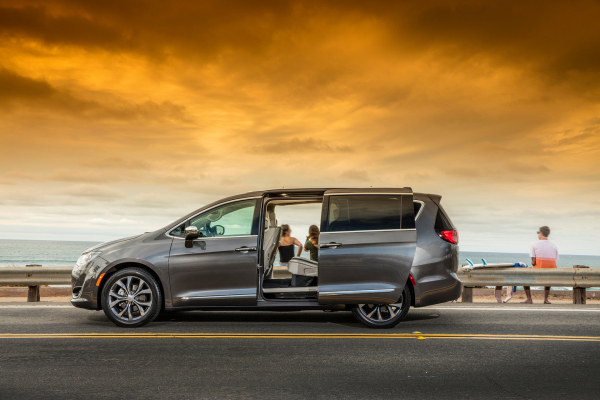 what minivan has the best gas mileage