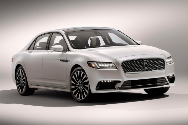 what replaced the lincoln town car