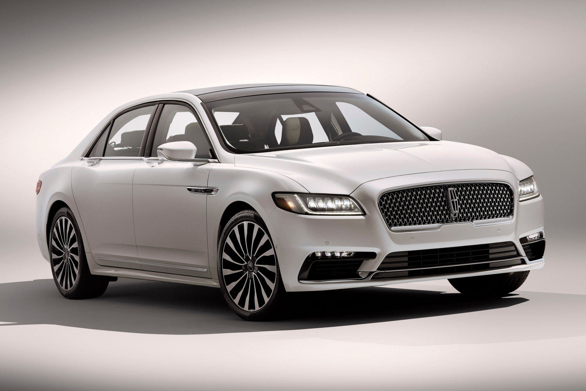 2016 Town Car >> What Replaced The Lincoln Town Car Carrrs Auto Portal