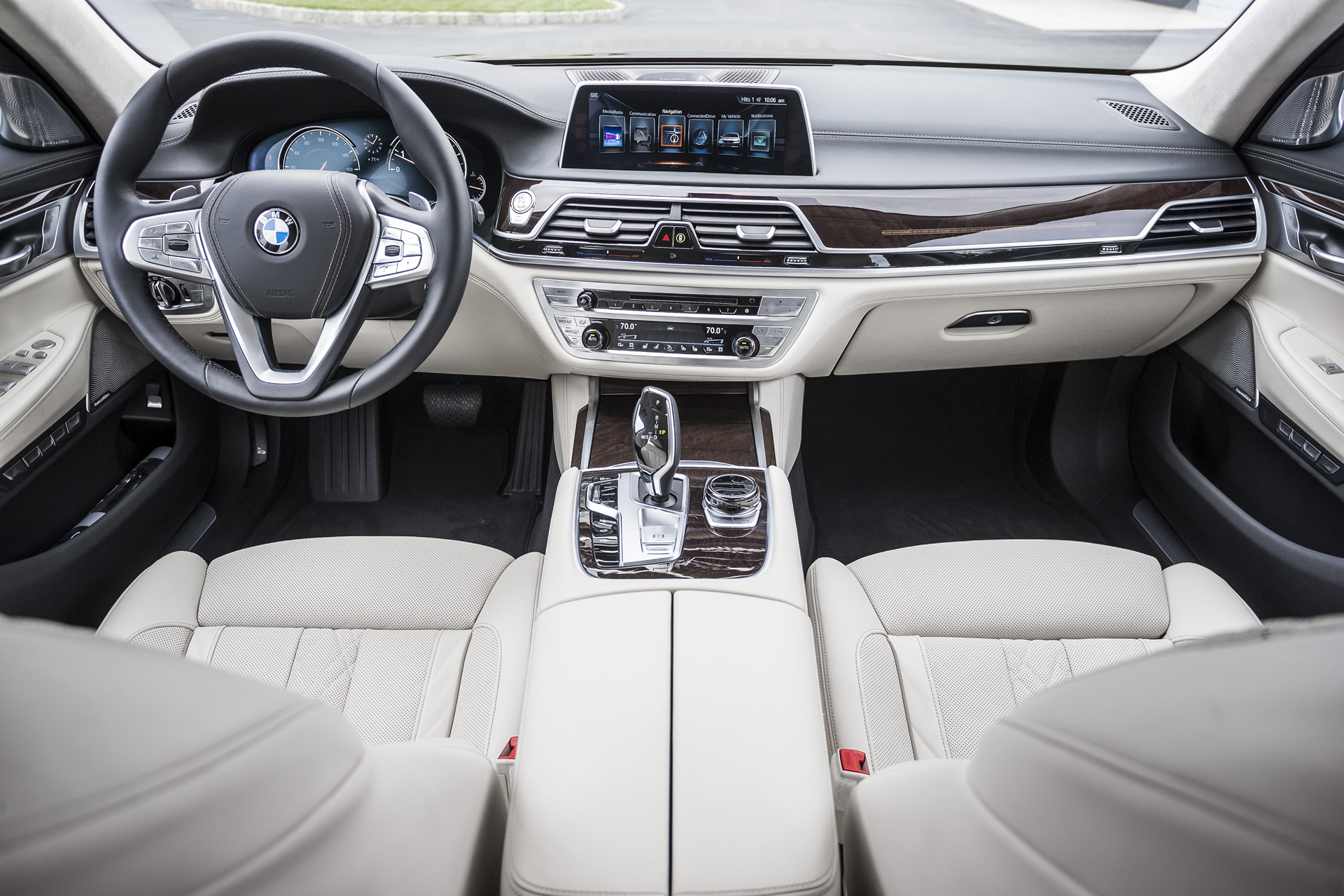 2016 bmw 7 series review carrrs auto portal. Black Bedroom Furniture Sets. Home Design Ideas