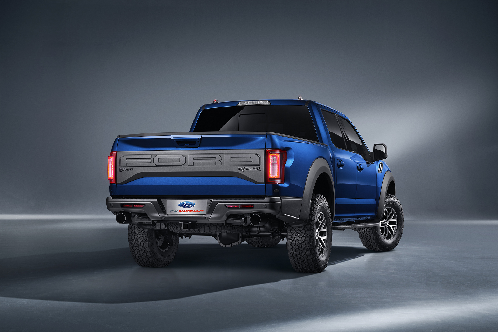 Ford Introduces F 150 Raptor Supercrew To China Carrrs