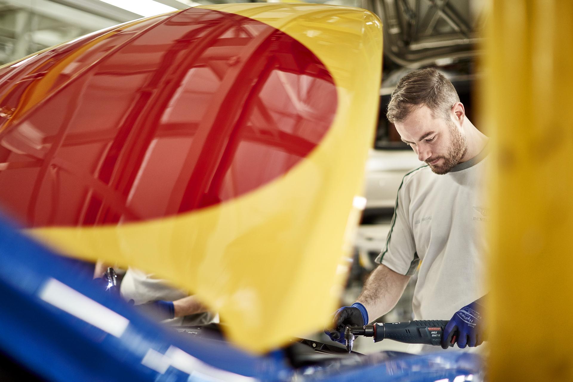 Sir Peter Blake Pop Art Bentley Set to Raise Thousands for Charity © Volkswagen AG