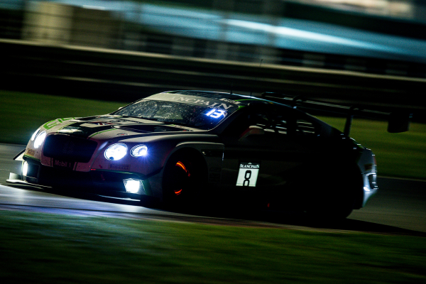 The no. 8 Continental GT3 in the night race © Volkswagen AG