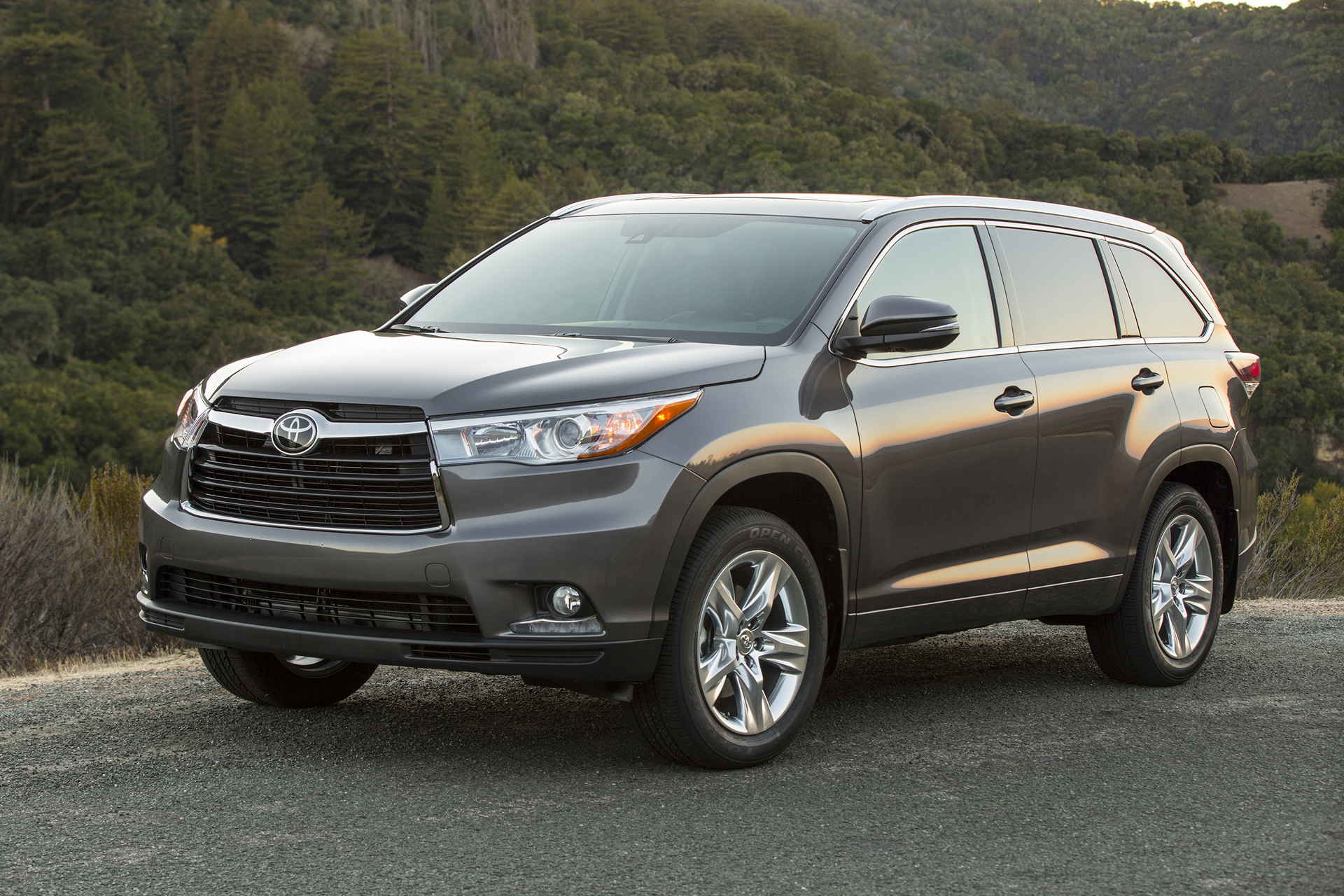 2016 toyota highlander review carrrs auto portal. Black Bedroom Furniture Sets. Home Design Ideas