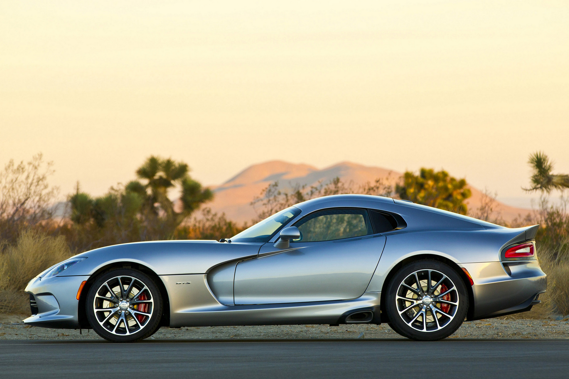 how much does a dodge viper cost carrrs auto portal. Black Bedroom Furniture Sets. Home Design Ideas