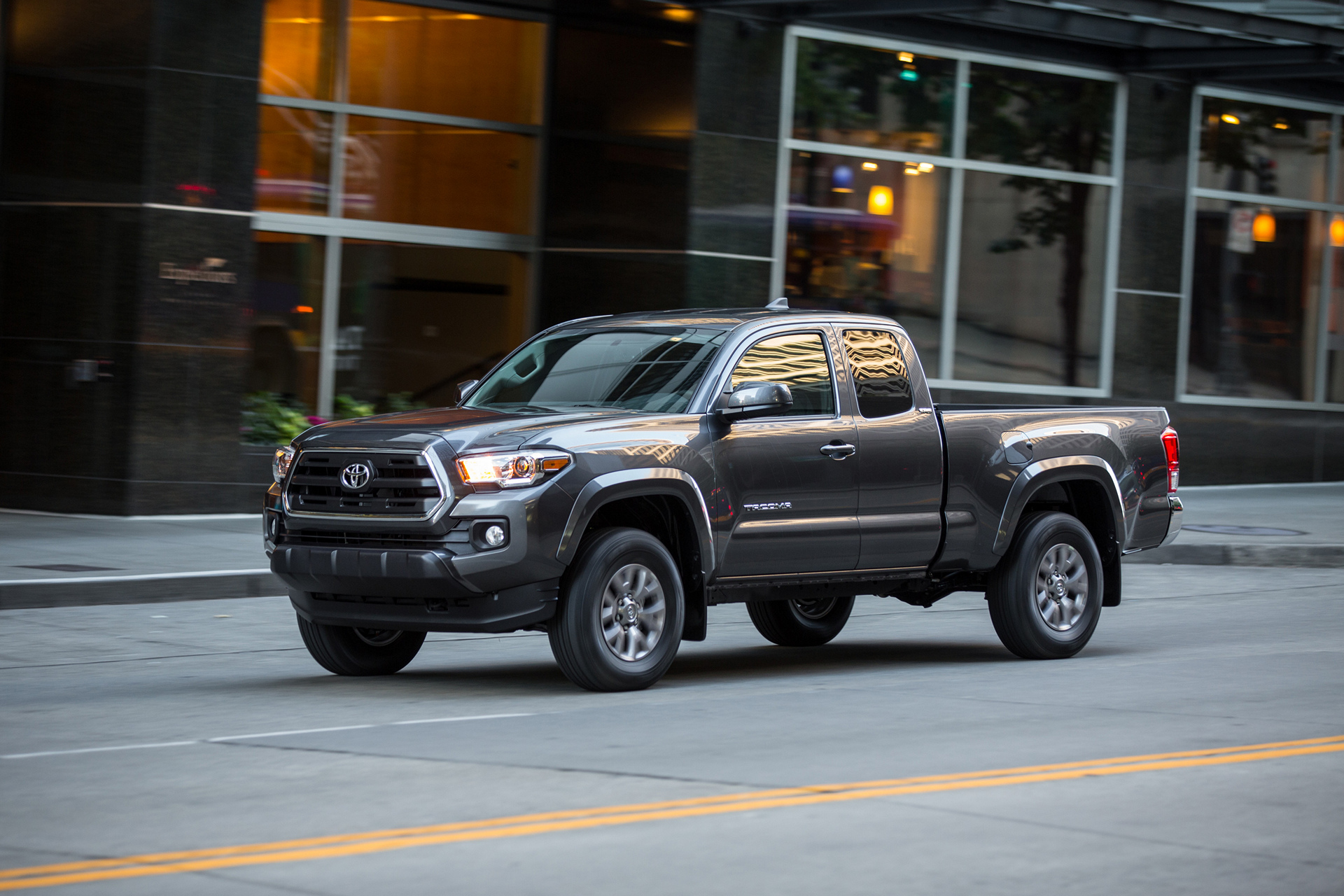 2016 Toyota Tacoma SR5 © Toyota Motor Corporation