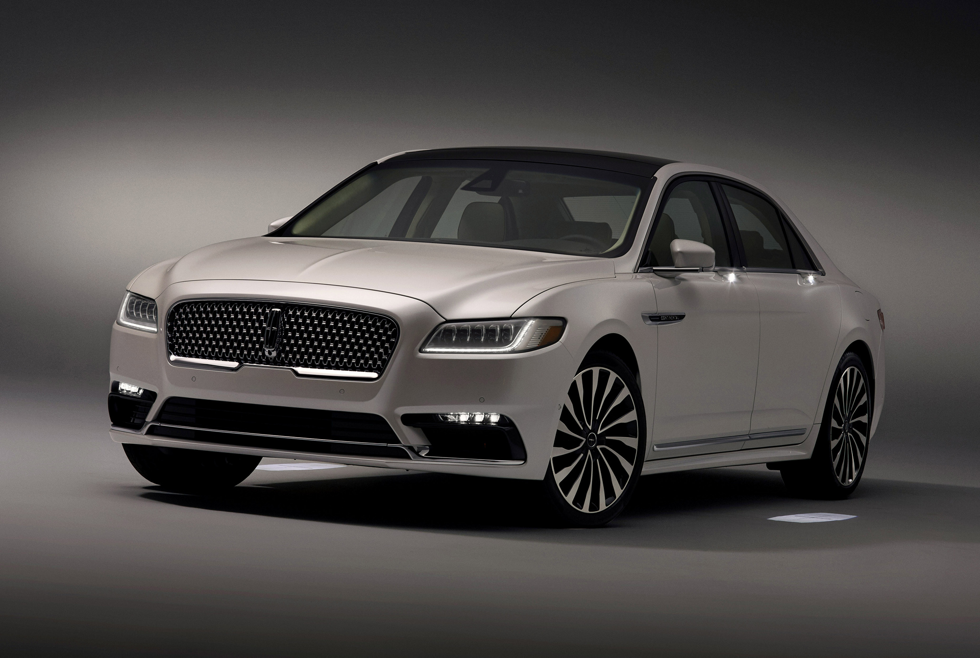 2017 Lincoln Continental Greets Customers With Warm And