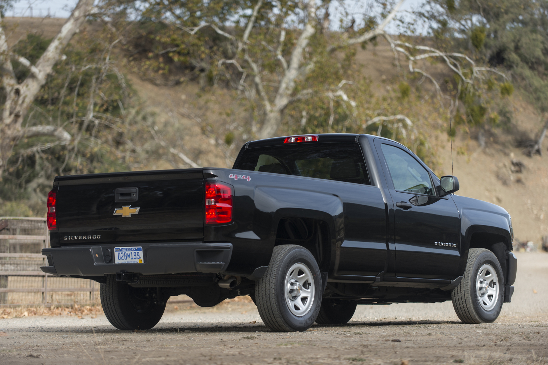 2016 chevrolet silverado review carrrs auto portal. Black Bedroom Furniture Sets. Home Design Ideas