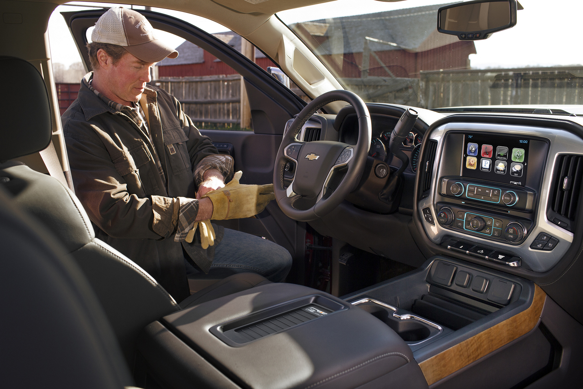 2016 Chevrolet Silverado 2500 HD interior © General Motors