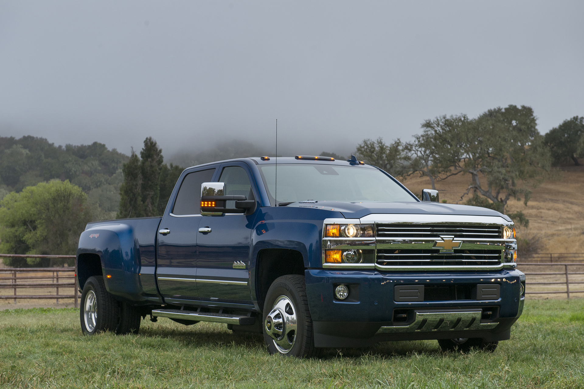 2016 Chevrolet Silverado 3500 HD All Terrain © General Motors