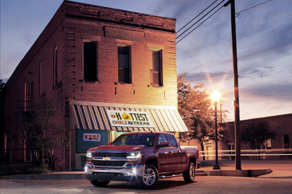 2016 Chevrolet Silverado 1500 LT at Restaurant © General Motors