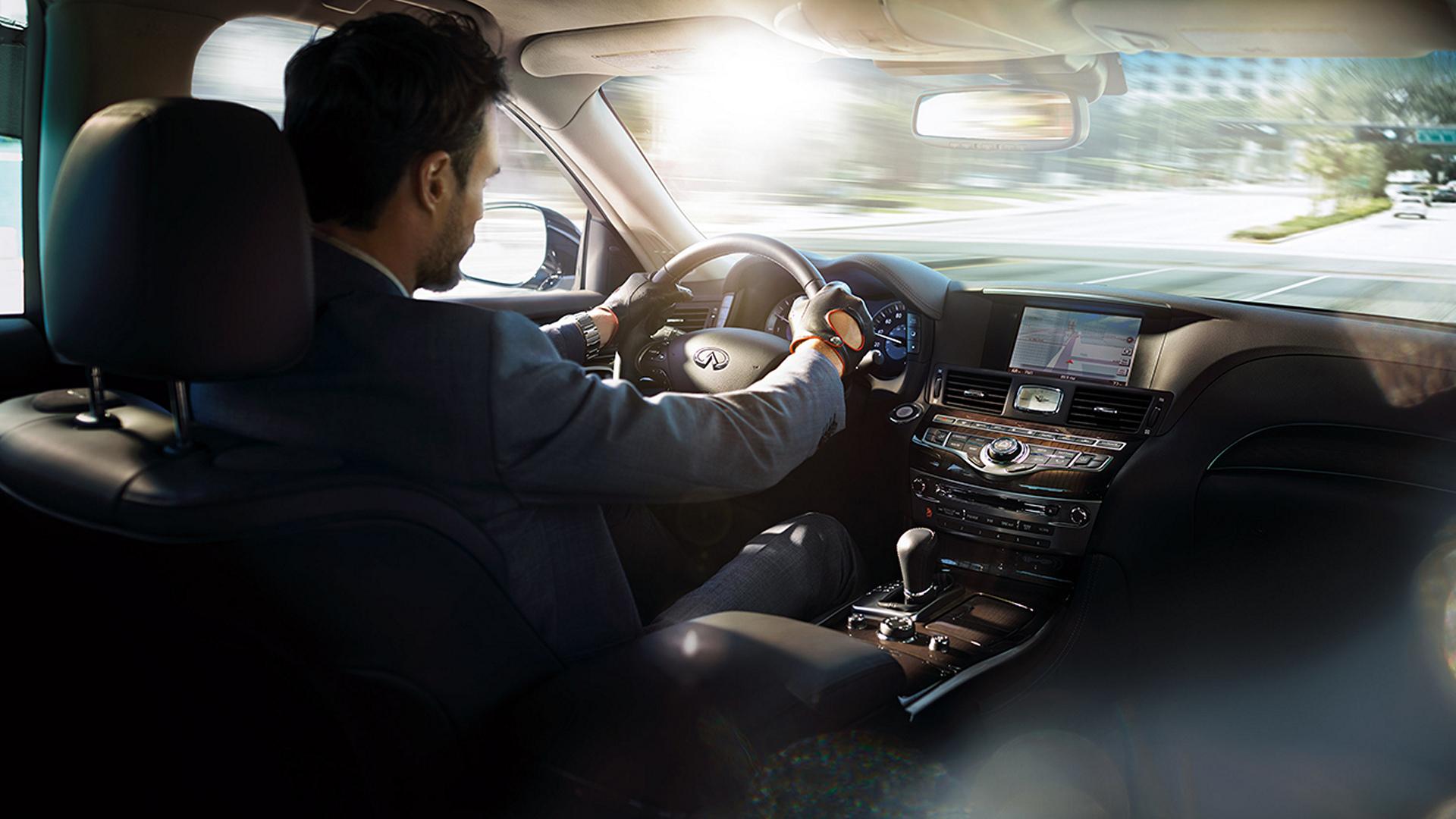2016 Infiniti Q70 Hybrid © Nissan Motor Co., Ltd.